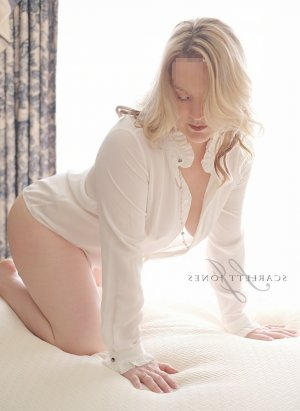 Azema escort in Rockingham NC