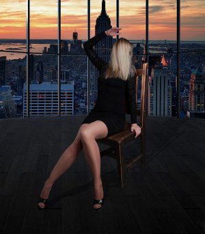 Estellie escort girls in Williamsburg Virginia
