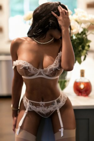 Fannie escort girl in Fort Madison IA